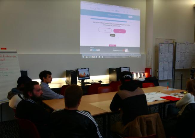 Atelier CLICNJOB pour des jeunes en insertion à Lille.